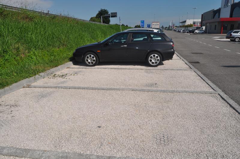 Green Parking zone di parcheggio e percorsi carrabili inerbati
